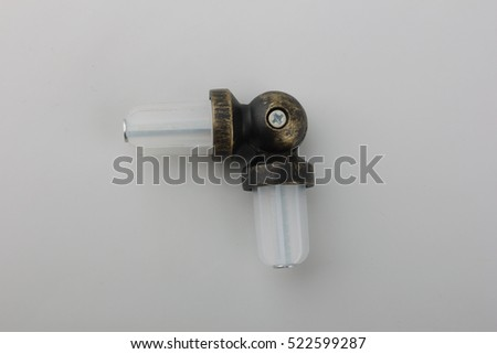 The connecting element for eaves. The connecting element for curtain rod. The connecting element for curtain tube. The connecting element for tube in eaves.