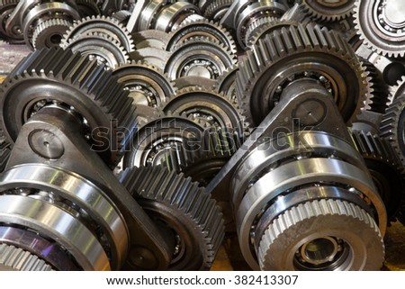 The gear train in the gear rolling mill