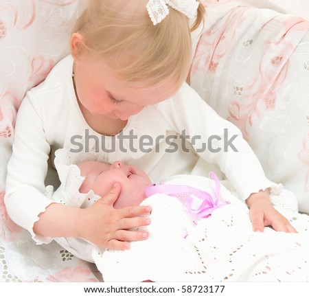 The image of the girl and its newborn sister
