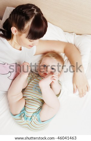 The little boy with mum on the bed