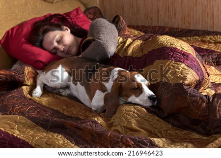 The sleeping woman and its dog in bedroom