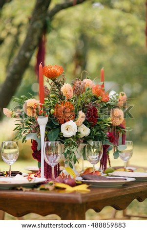 The table decorated in flowers.