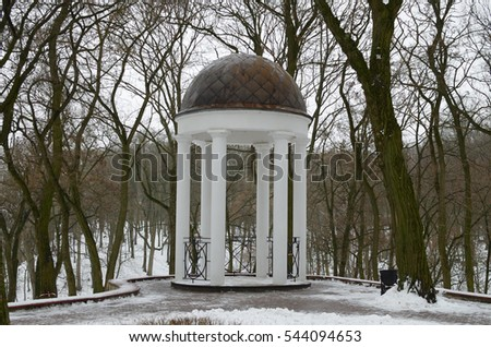 The white rotunda,standing in the Park,is a place of recreation for visitors.
