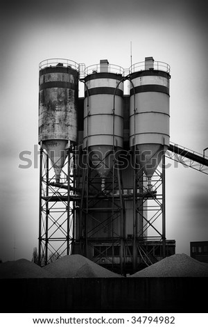 Three silo's in black and white