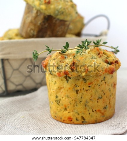 Tomato and spinach muffins with thyme in a basc ket
