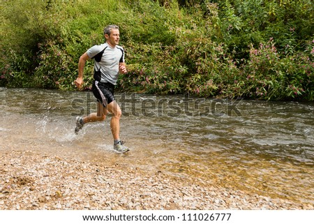 trailrunner with splashing water