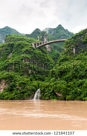 Travel by boat on the Yangtze River with a view of the falls