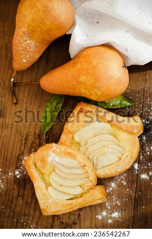 Triangle wraps of puff pastry with pear.