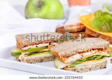 Turkey, cheddar, and green apple sandwiches