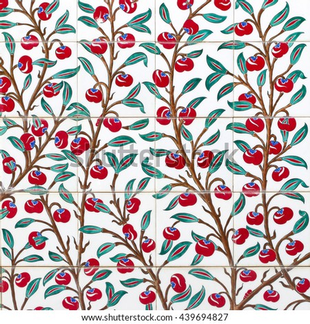 Turkish artistic wall tile - floral pattern