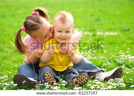 Старшая сестра учит брата трахатся фото