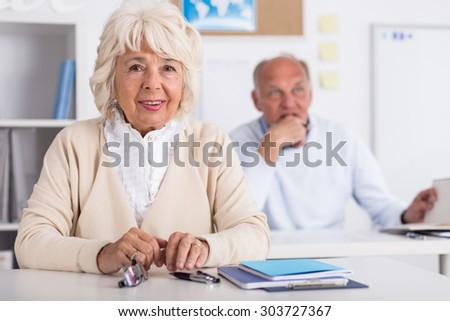 Two seniors are learninig at university of the third age