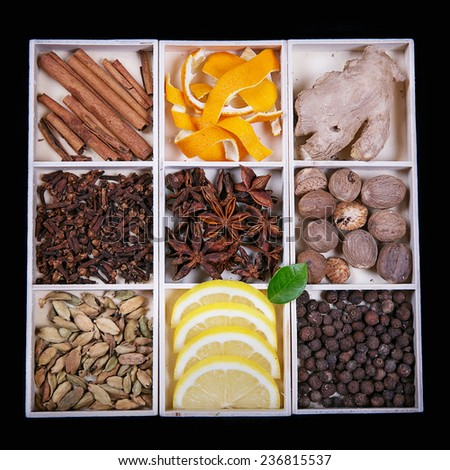 Various spices  (for gingerbread or mulled wine)