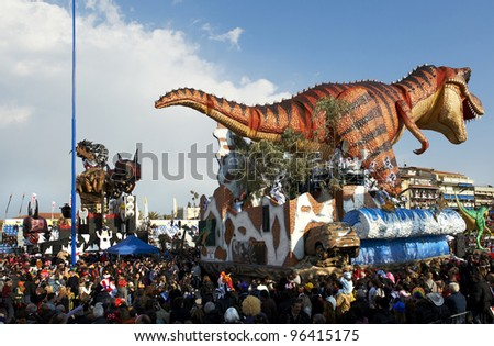 VIAREGGIO - FEBRUARY 26 : the parade of  carnival floats, February 26,2012 in Viareggio,Italy
