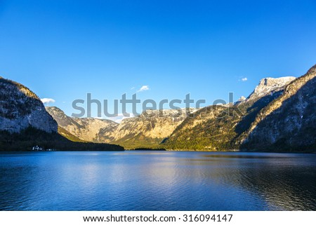 view over lake Hallstatt to the mountains