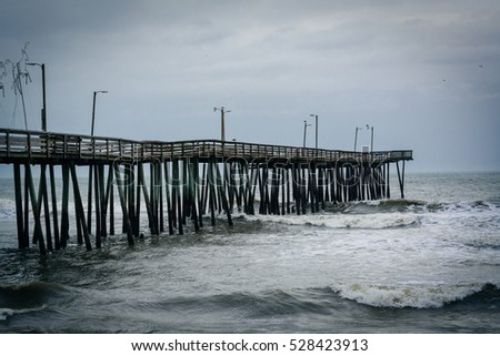 Hermosa beach pier stormy sunset fotka 88732849 for Oceanic fishing pier