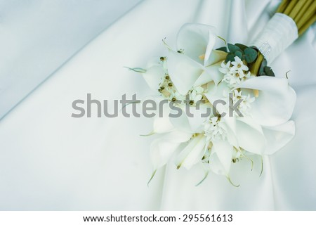 wedding bouquet of white calla lilies