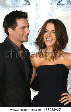 "WESTWOOD - SEPTEMBER 09: Len Wiseman & Kate Beckinsale arriving at the ""Whiteout"" Premiere at the Mann's Village Theater September 09, 2009 in Westwood, CA."