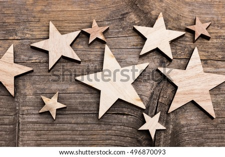 Wooden stars in different sizes on a wooden base