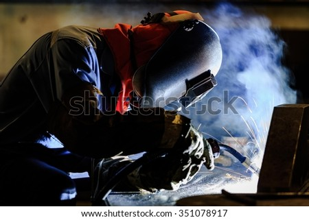 Worker fabricate structure by flux cored wire arc welding process