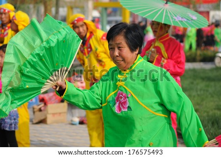 XINGTAI, CHINA - APRIL30, 2012: In the April 30, 2012, baixiang County held a traditional folk art performances celebrating local Peony Festival.