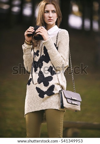 young girl in autumn fashion
