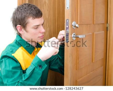 Услуга по вскрытию двери