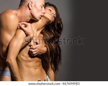 naked muscular women kissing