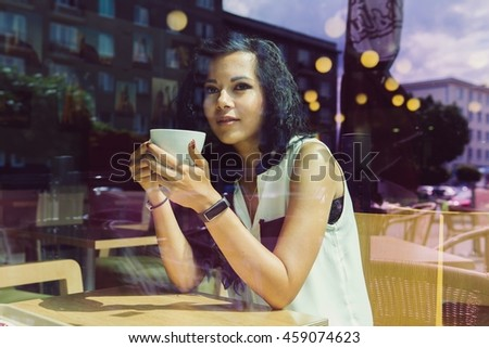 Young woman drinking coffee in a cafe