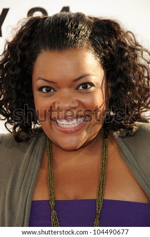 Yvette Nicole Brown  at the Los Angeles Premiere of 'The Ugly Truth'. Cinerama Dome, Hollywood, CA. 07-16-09