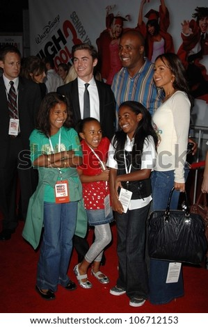 Zac Efron with Barry Bonds and family  at the Los Angeles Premiere of 'High School Musical 3 Senior Year'. USC, Los Angeles, CA. 10-16-08